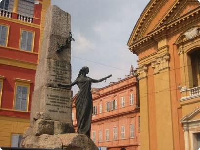 Modena statue_.jpg